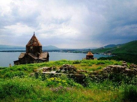 セバンコと修道院.jpg