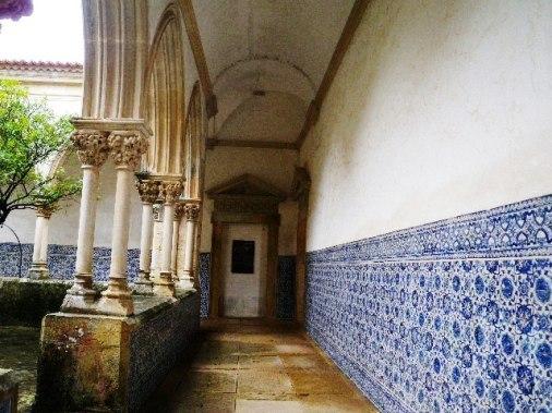 トマール墓と沐浴の回廊.jpg